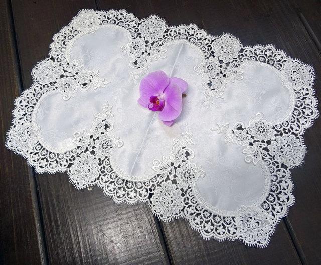 ギュピールレース【35x50cm】『Sテーブルセンター』真っ白で光沢のある薔薇の地模様が、お洒落♪