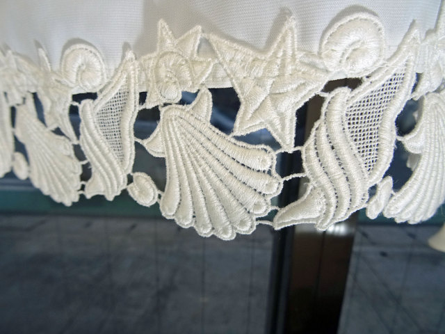 【横幅約85cm×縦約45cm】シェル*遮熱&目隠し出来る UVカット『カフェカーテン』貝のレース ショート 日本製