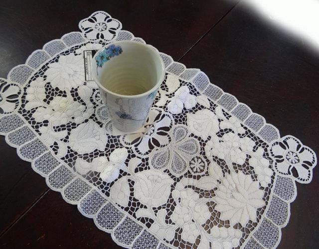 白のカロチャレース ハンガリー工房品『テーブルセンター』真っ白の手刺繍 手編み 東欧