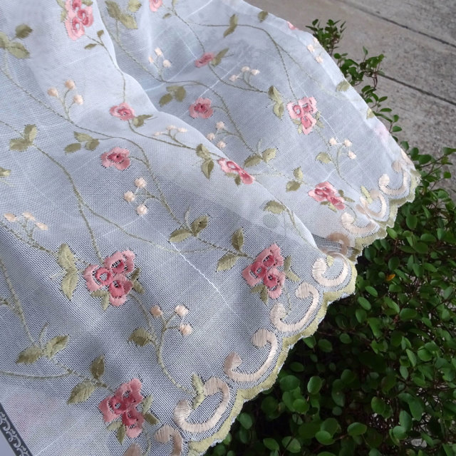 NEW 半透明 オフホワイト『カフェカーテン』ミニローズ 送料無料 otona ミニ薔薇刺繍 綺麗 おしゃれ 縦約45cm 小窓にショートサイズ