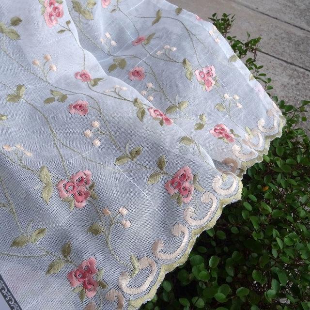 NEW 半透明 オフホワイト『カフェカーテン』ミニローズ  otona ミニ薔薇刺繍 綺麗 おしゃれ 縦約45cm 小窓にショートサイズ