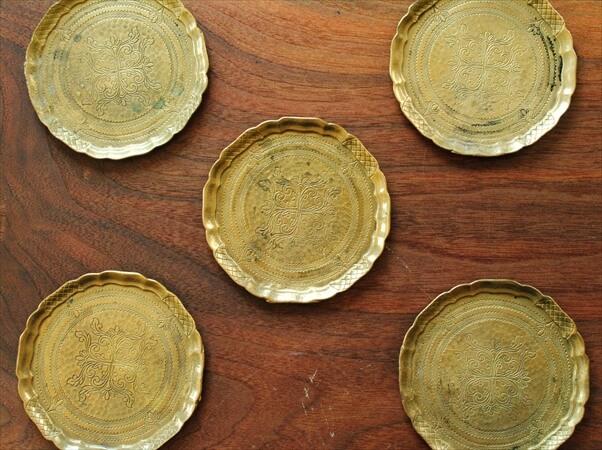 ドイツ買い付け 古い真鍮のミニプレート 10.5cm 豆皿 コースター ヘビーソリッドブラス アンティーク