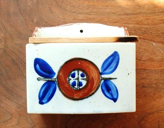デンマークのブロカントから 陶器の壁掛けラック キッチン収納  北欧雑貨 ヴィンテージ アンティーク