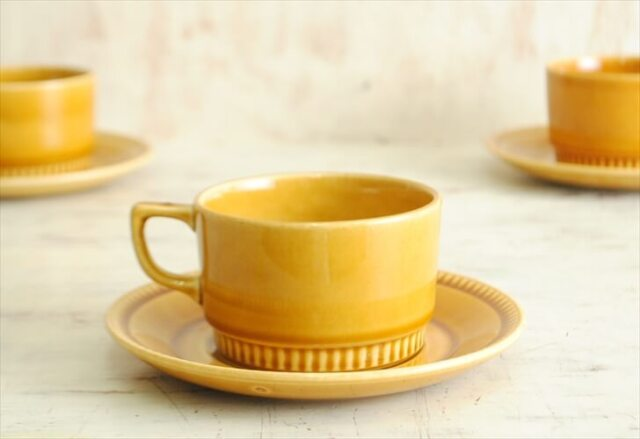 ベルギー製 BOCH ボッホ きれいなキャメル色のカップ&ソーサー 磁器 ヴィンテージ食器 アンティーク