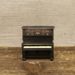アンティークシャープナー アップライトピアノ 鉛筆削り ※お取り寄せ商品 【音楽雑貨 音符・ピアノモチーフ】ト音記号 ピアノ雑貨