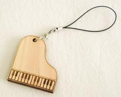 ヒノキのストラップ ※お取り寄せ商品 引き出物 記念品 音楽雑貨 音符 ピアノモチーフ ト音記号 ピアノ雑貨