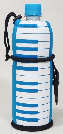 ペットボトルカバー 鍵盤ライトブルー ※お取り寄せ商品 引き出物 記念品 音楽雑貨 音符 ピアノモチーフ ト音記号 ピアノ雑貨