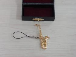 サックスのミニチュアストラップ♪この商品はお取り寄せ商品です♪吹奏楽部 音楽部の記念品に音楽雑貨