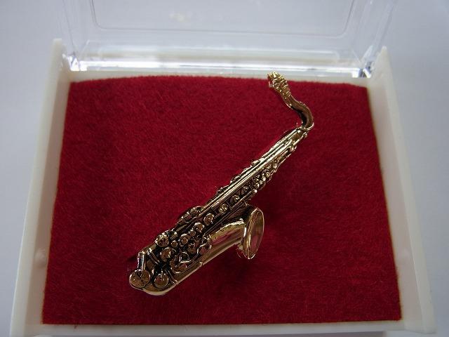 テナーサックスブローチ♪この商品はお取り寄せ商品です♪【記念品に最適ブローチ】吹奏楽部 ブラスバンド 記念品に