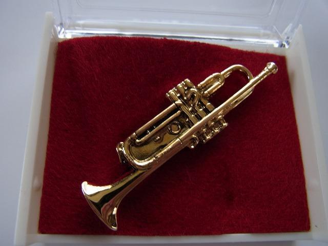 トランペットブローチ♪この商品はお取り寄せ商品です♪【記念品に最適ブローチ】吹奏楽部 ブラスバンド 記念品に