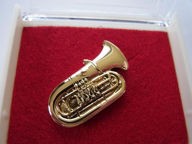 チューバブローチ♪この商品はお取り寄せ商品です♪【記念品に最適ブローチ】吹奏楽部 ブラスバンド 記念品に