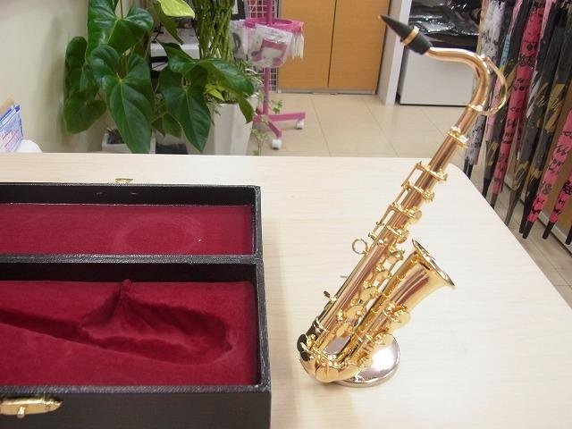 テナーサックスミニチュア6分の1サイズ♪ゴールド♪この商品はお取り寄せ商品です♪【吹奏楽の記念品に最適】