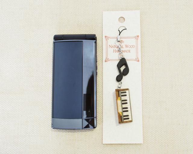 楽器携帯ストラップ ピアノ♪♪【楽器ストラップ-音楽雑貨】【ピアノ発表会の記念品におすすめ♪】