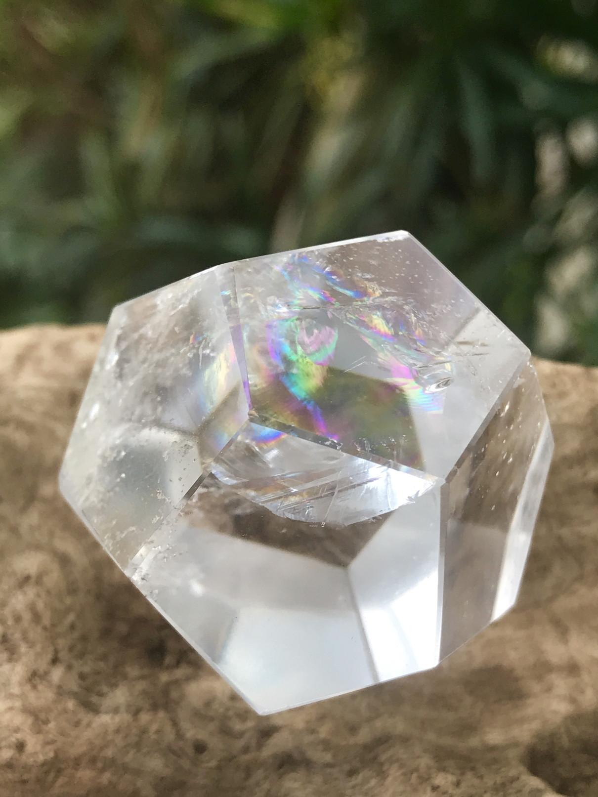 ブラジル産多面体水晶(12面体)・レインボウ DDC001