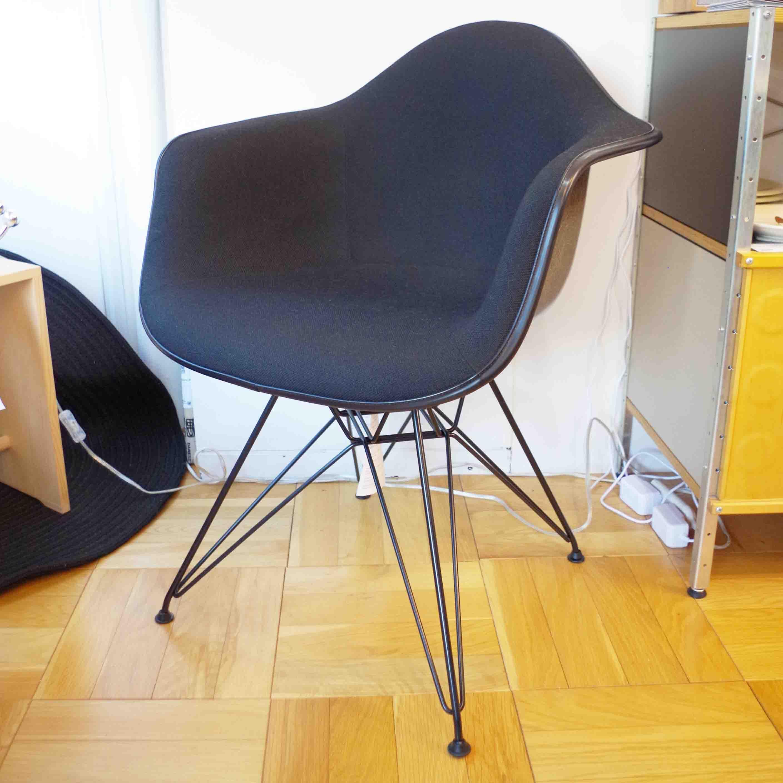 ハーマンミラー正規品 DFAR.U シェル:シールブラウント/ファブリック:ブラック/クブラックワイヤーベース 展示品