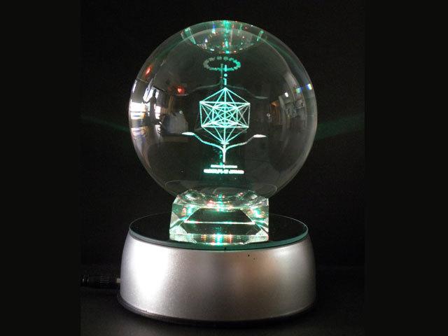 眺めるだけで癒される「ホロンクリスタル・コスモス セット」(本体・直径110mm+LED回転台)【数霊シリーズ(吉野内聖一郎先生シリーズ)】