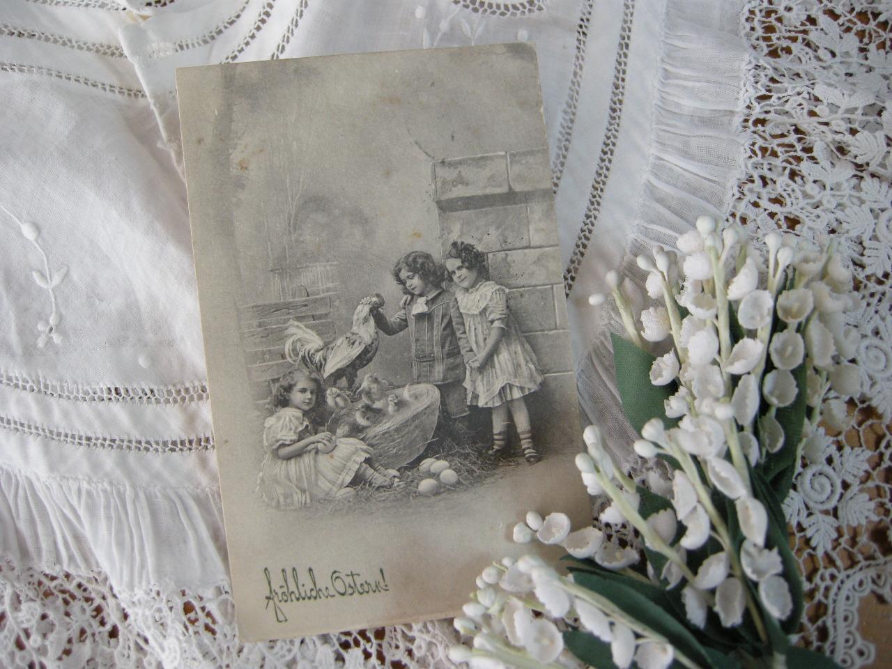 イースターポストカード(子供たちと鶏)