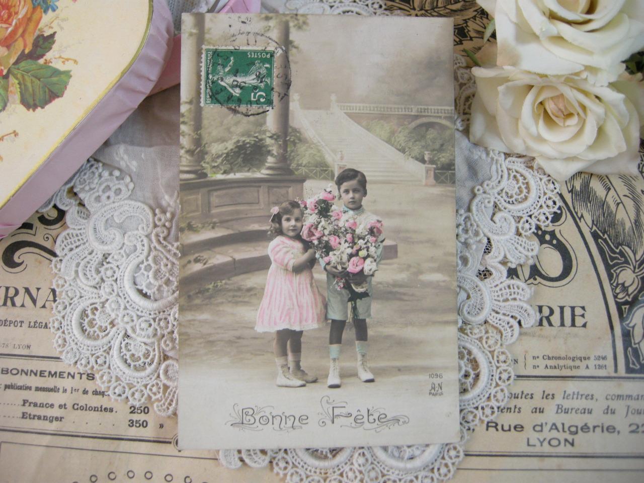 ポストカード(花束と子供たち)
