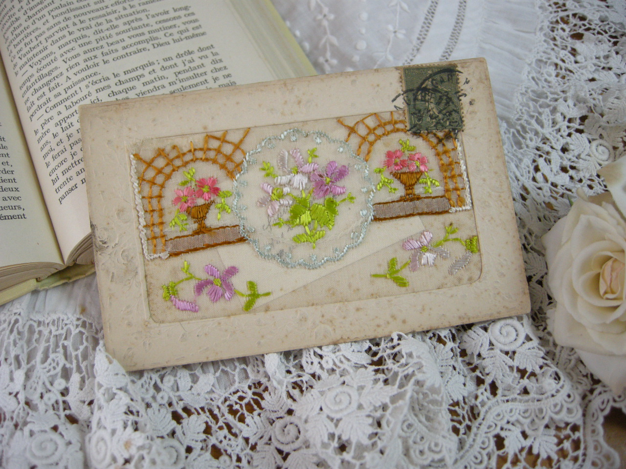 ビオラ刺繍のポケットポストカード
