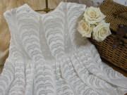 ホワイトコットン刺繍入りベビーワンピース