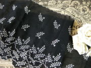 刺繍入りブラックコットントリム