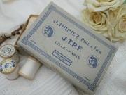 アンティークJ.T.P.F.ボックス入りホワイト木製糸巻きセット