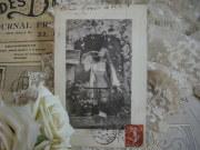 セピアポストカード(バルコニーの女性)