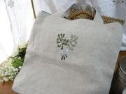 ヤドリギのクロスステッチとビーズ刺繍入りリネントートバッグ