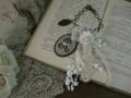 イニシャル刺繍とアンティークレースのバッグチャーム(Marron/R)