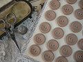 フランスアンティークプラスチックボタン(ライトグレイッシュブラウン)