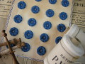 フランスアンティークプラスチックボタン(フラワーシェイプディ―プブルーS)
