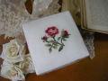 ローズ刺繍入りファブリックプティスクエアボックス