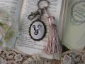 イニシャルクロスステッチとビーズ刺繍のタッセルキーホルダー(Y)