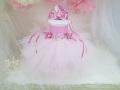 【出産祝い/ベビーシャワープレゼント】バレリーナチュチュデコレーション3段おむつケーキ /ティアラ、バレエシュ−ズ飾り、メッセージが書けるボード付き/ ピンク、パープル2色。