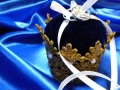 ネイビーブルーの王冠リングピロー☆深い海色ベルベットとゴールドレース ビーチウェディング、指輪の贈り物に。【ラッピング無料/cherish gift】