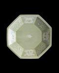 ヨシノヒトシ 青瓷印花花文八角皿