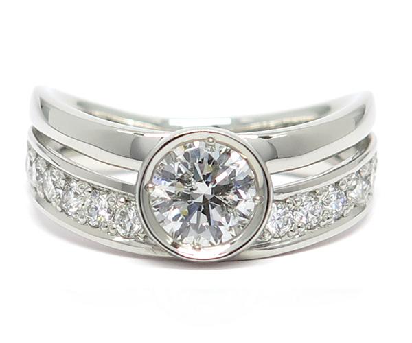 サンクスデイズ・プラチナのメインコレクション。プラチナ950で作られたリングと0.5ctupの大粒ダイヤモンドがセットされています。