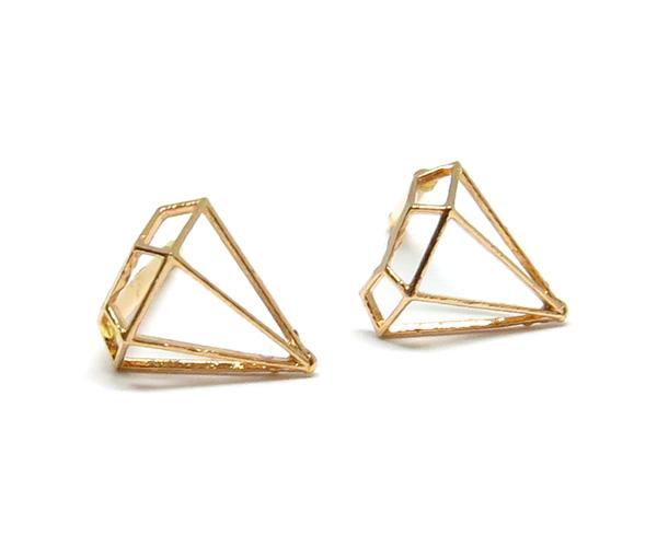 ダイヤモンド型ピアス