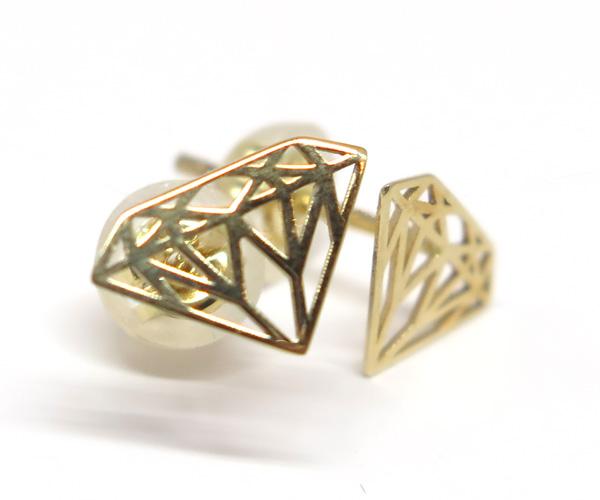 地金金線ダイヤマークピアス