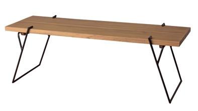 木目が美しい高級天然木ミンディを使用したナチュラルなテーブル