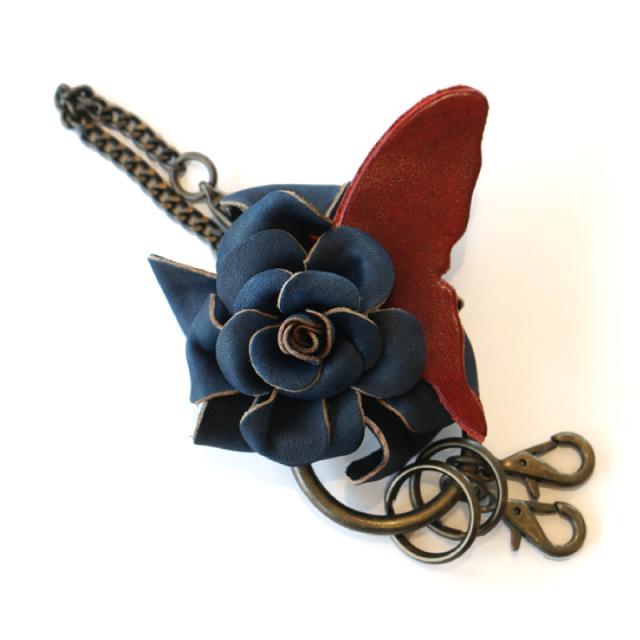 送料無料 【シャルマン】 バッグチャーム キーホルダー レザー 本革 濃藍染 藍染め 手染め  革 藍色 ギフト お祝い バラ