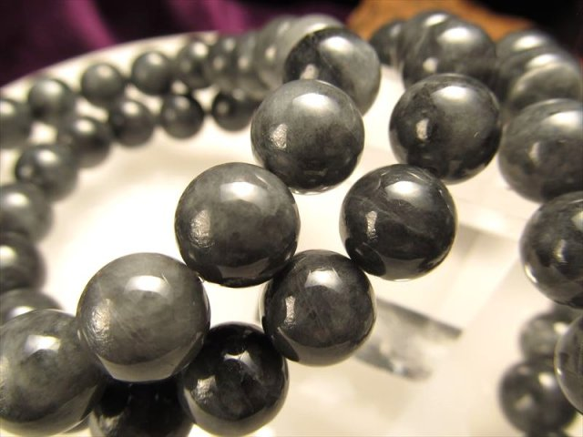希少入荷 ミャンマーブラックジェイドブレス 10mm-10.5mm×19珠前後 潤い感のある光沢 黒翡翠ブレスレット ミャンマー産
