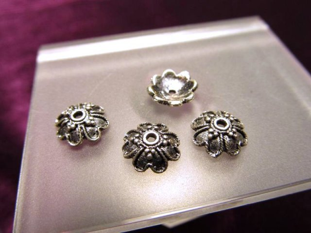 H7 ハイクォリティ メタルパーツ 花型 飾り金具 約8.5mm 穴径1.5ミリ 10個入り 真鍮 シルバー