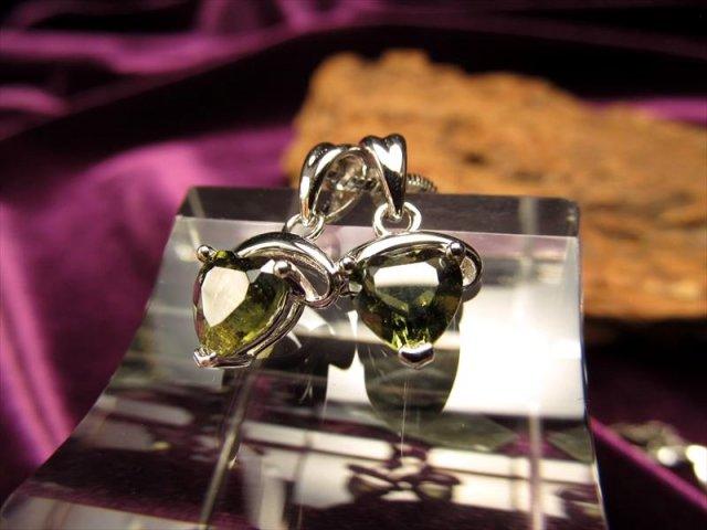 極上宝石質デザインペンダント モルダバイトハートカットペンダントトップ 石サイズ縦約7mm Silver925 チェコ産