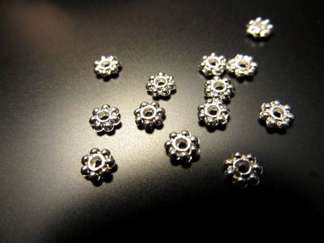 S12 花型飾り金具メタルパーツ シルバー&ゴールド 2種 激安約300個入り 約4mm