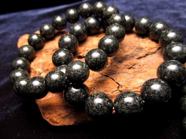 厄除け チベット産玄武岩ブレスレット 14.5mm×14珠 マグマよりできた玄武岩