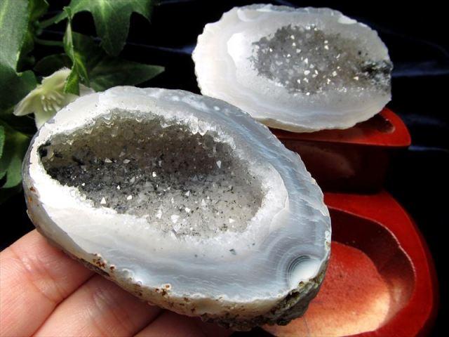 ゼリーの様な透明結晶 瑪瑙&水晶結晶 ジオード水晶 1点物 木製台付き トレジャーアゲート置物 833g 幅118mm ブラジル産