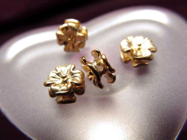 H32(ゴールド) ハイクォリティ メタルパーツ 花型スペーサー 約6.5mm 穴径1.5ミリ 10個入り 真鍮 ゴールドタイプ