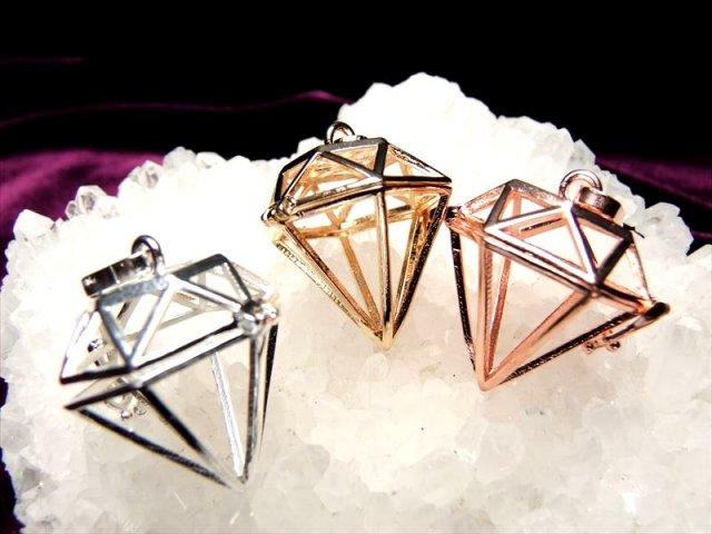 入れ替え可能 ダイヤモンド型 3色のストーン入れ替えペンダント 約14mmまでの天然石が入ります