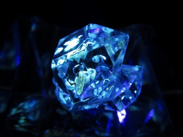 5A オイルクォーツ 石油入り水晶 結晶 幅15mm 約1.9g 幻想的な蛍光発色 超透明極上1点物 パキスタン産 sai